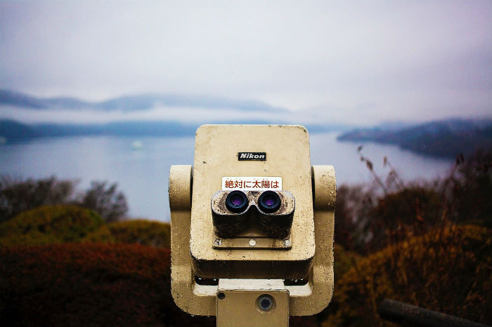 Couin opperated binoculars