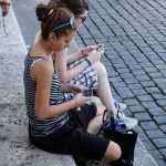Girls txting - supporting image