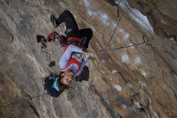 Woman rock climber - supporting image