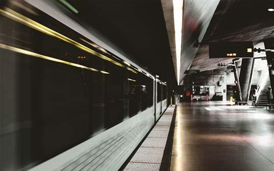 Train going through a staion